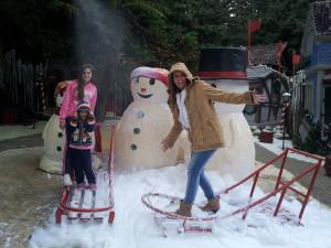 Praça da neve - chove neve... as crianças amaram!