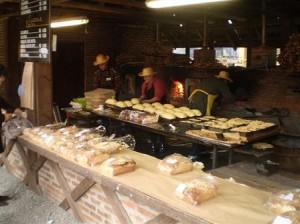 Eles entregam o pão recém retirado do forno... bem quente!!! hummmm quero mais!!!