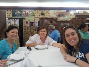 Eu e as irmãs Galvão hehehehe (minha mãe e minha tia) no Restaurante Café Paulista.