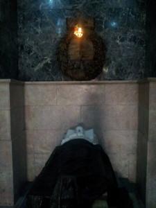 Os restos mortais do José Bonifácio estão realmente lá.
