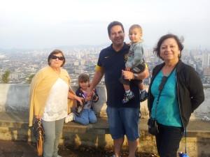 Vista de lá de cima  do Monte Serrat.