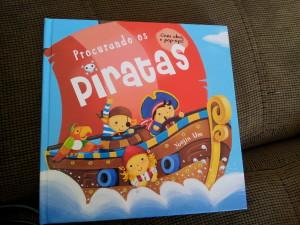 Este o Benício adora, pois em cada página tem a opção de abrir apenas 3 figuras para achar o Pirata....