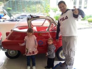 Há também uma exposição de carros antigos.