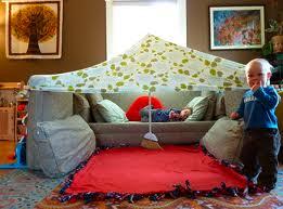Feito com lençol e vassoura / foto: bomebaratoblog.blogspot.com