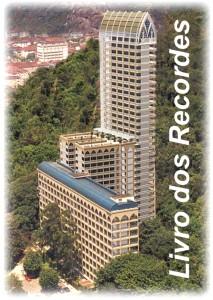 A torre maior ainda não está 100% construída, mas está quase lá. Foto: www.memorialsantos.com.br
